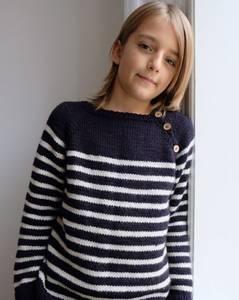 Bilde av Seaside sweater strikket i Sunday strikkepakke
