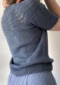 Bilde av Peacock Tee i Line fra Le Knit strikkepakke