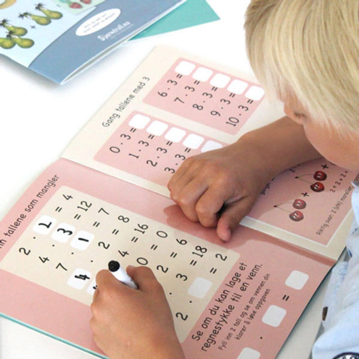 GANGE OG DELE - Lærerike bøker med multiplikasjon og divisjon