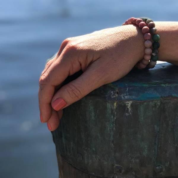 Bilde av RED STRIPE AGATE - Armbånd i naturstein