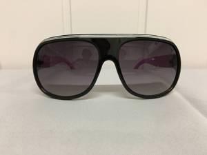 Bilde av Solbriller, svarte med lilla brillestenger.
