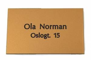 Bilde av Postkasseskilt m/ dobbeltsidig tape, gullfarget plate/svart