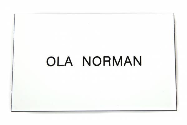 Std postkasseskilt Sandberg Trygg m/ 2-sidig tape, hvit m/svart