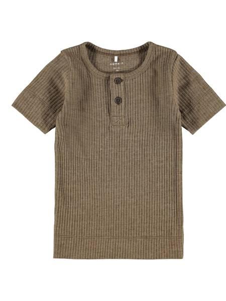 Bilde av tskjorte med knappestolpe,
