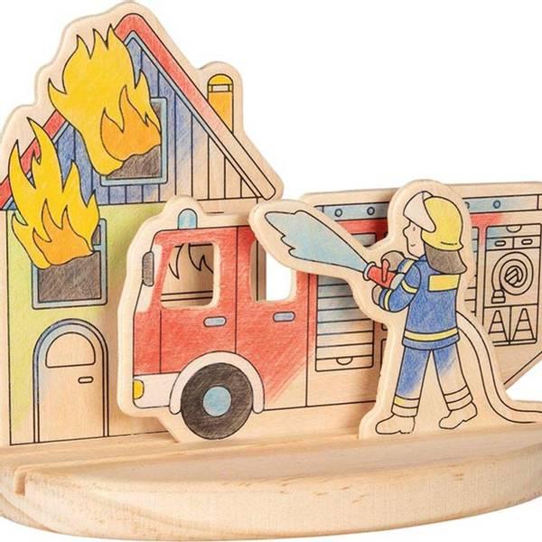 Bilde av trebrikker med brannmann til