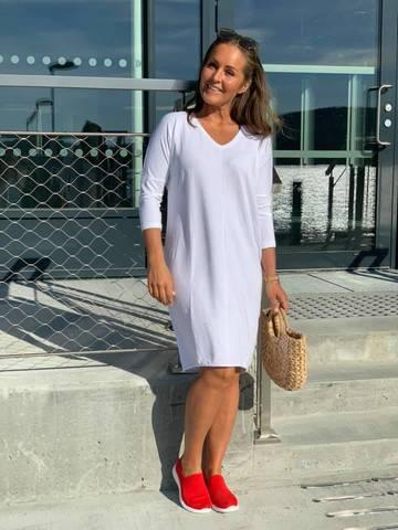 Bilde av COMFY FLORENCE DRESS - WHITE