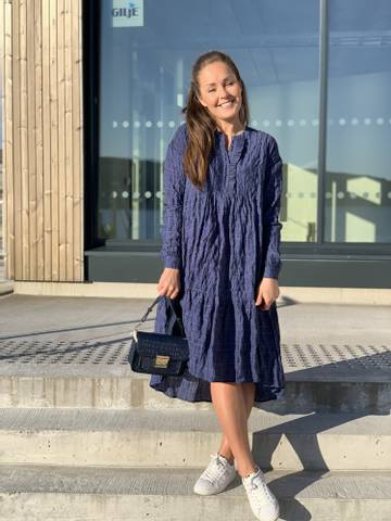 Bilde av LOVE CRUNCHY DRESS BLUE