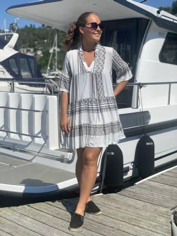 Bilde av SANNA INKA DRESS  - WHITE