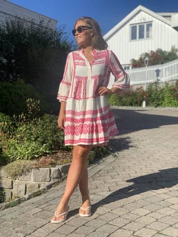 Bilde av INKA DRESS - CERISE