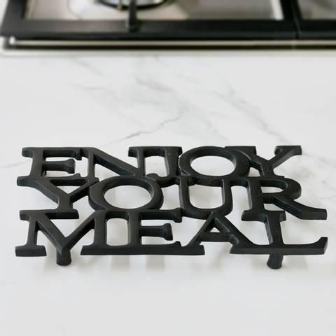 Bilde av RIVIERA MAISON - ENJOY YOUR MEAL TRIVET BLACK