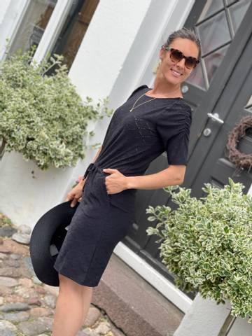 Bilde av BLOND DRESS - BLACK