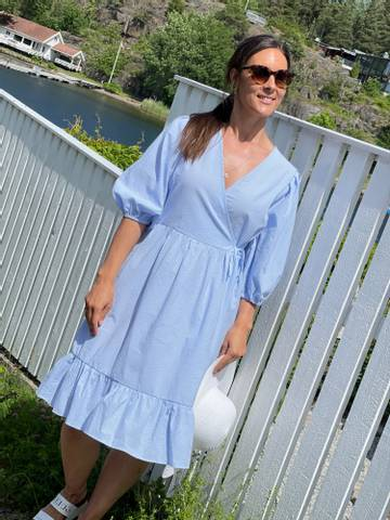 Bilde av MAGNOLIA DRESS STRIPE - LIGHT BLUE