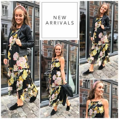 Bilde av EVIA DRESS - BLACK W/YELLOW FLOWERS