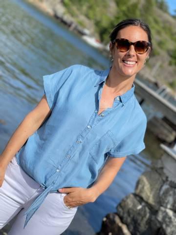 Bilde av ROSIE SHIRT TIE - LIGHT BLUE