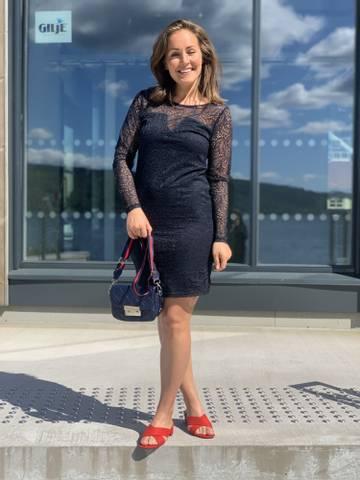 Bilde av LENA LACE DRESS - NAVY