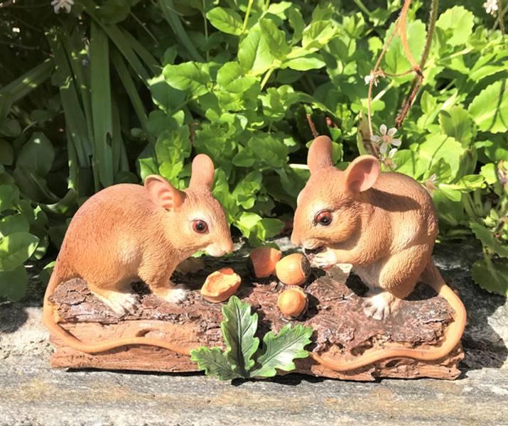 Hagepynt, to søte mus, fra Arnøy.