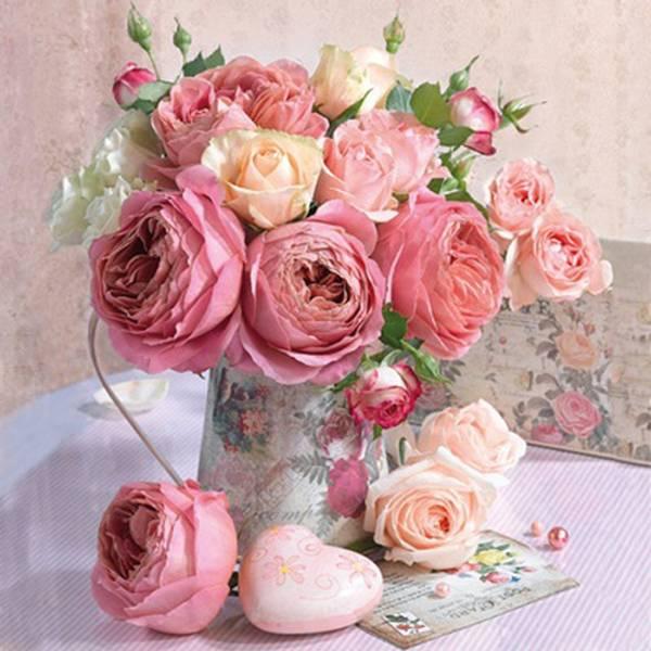 Lunsj serviett. Rosa blomster i vase.