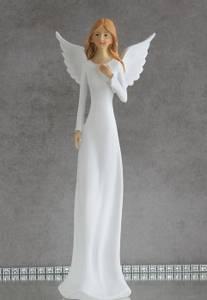 Bilde av Engelen Carla, i hvit kjole