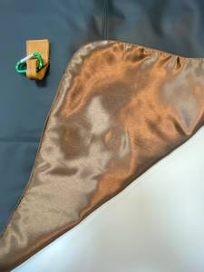 Bilde av grillforkle i sort skinn