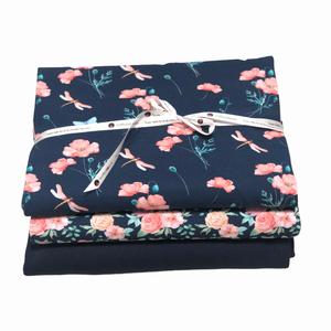 Bilde av Stoffpakke - Summer flowers navy + Ribbestrikk