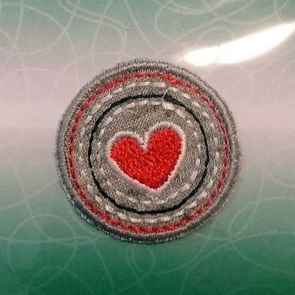 Bilde av Symerke med lim - 3 cm runding med hjerte, rød
