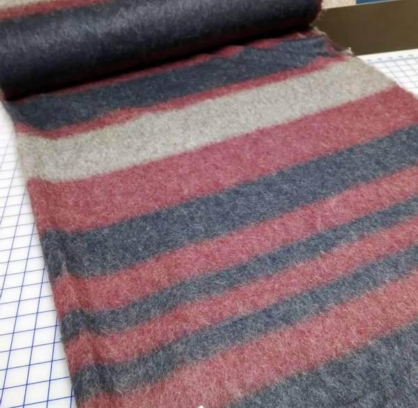 Bilde av Tovet strikket ull - bær, blå, grå striper 4-14 cm