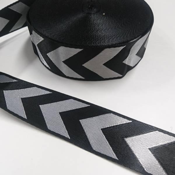 Bilde av Glansete polyesterbånd, 38 mm, piler - sølv-sort
