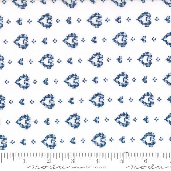 Bilde av Nordic Stitches - 15 mm blå hjerter på offwhite