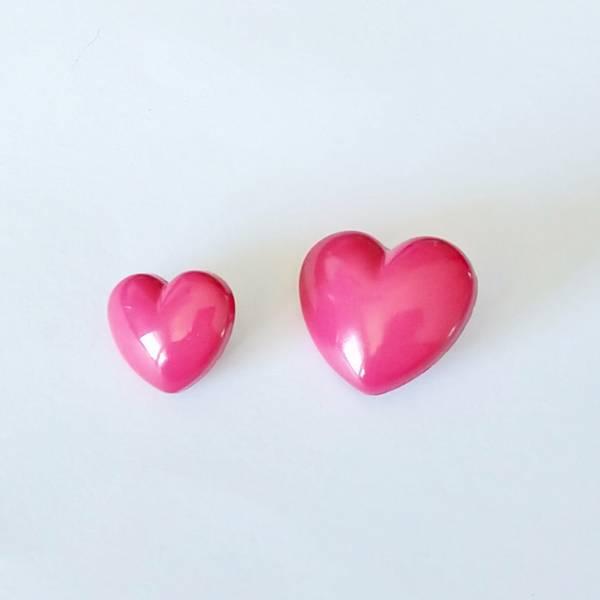 Bilde av Knapp, hjerte, mørk cerise -  2 størrelser