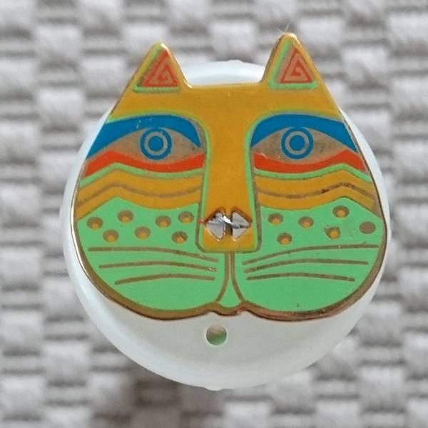 Bilde av Knapp, kattehode 25x 30 mm, gul-grønn, emalje