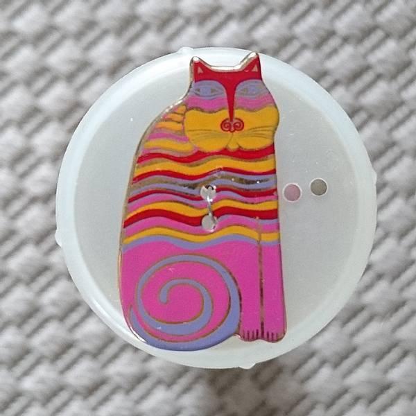 Bilde av Knapp, katt 18 x 32 mm, emalje, pink med rød, gule striper
