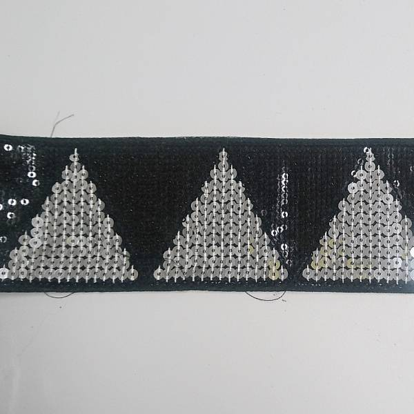Bilde av 2,6 m Paljettbånd, 7 cm bred, sort-sølv trekanter