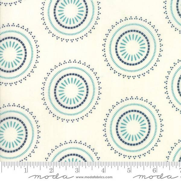 Bilde av Sunday Supper - 6 cm blå prikkete rundinger på offwhite