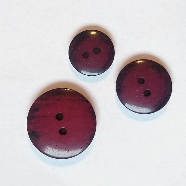 Bilde av Knapp, 2 hull, plast, glans, sort-burgunder