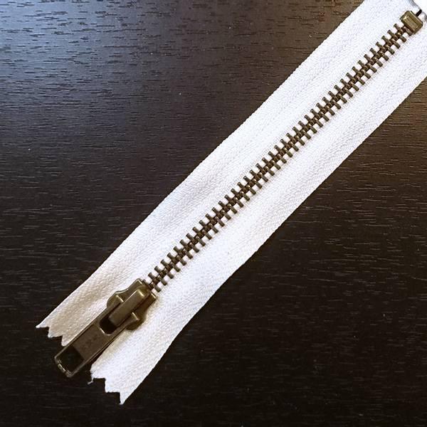 Bilde av Metallglidelås, ikke delbar, 6 mm, offwhite/antikk messing