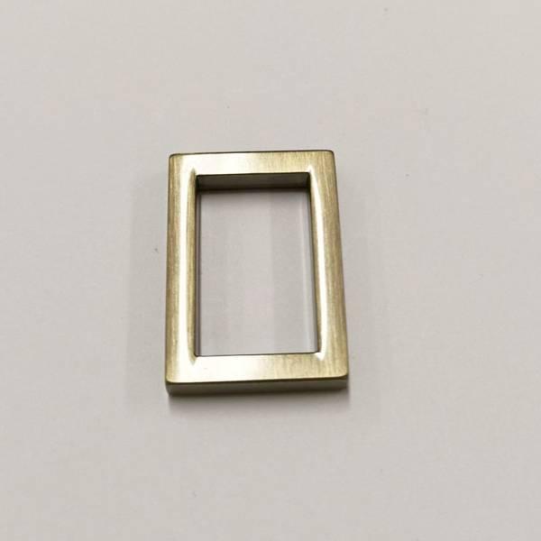 Bilde av Kvadrat-ring, gull matt, 1,5cm bred