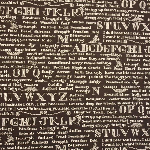 Bilde av Bokstaver 1,2 cm høy og tekst i hvitt på mørkebrun bakgrunn