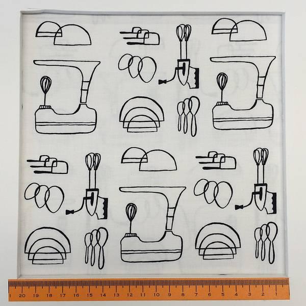 Bilde av Kjøkkenredskap, 1,5-6 cm sort, på hvit bakgrunn