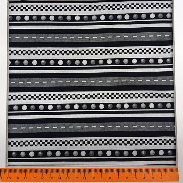 Bilde av Little Hot Rod, sort-hvitt 1-1,5 cm striper med vei og trafikkly