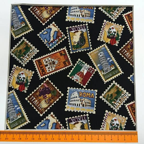 Bilde av Frimerker, 3,5-5,5 cm flerfargede frimerker på svart bakgrunn
