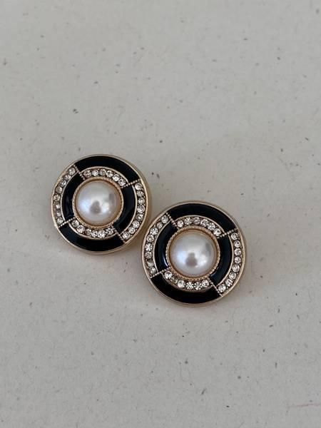 Bilde av Sort knapp med perle og bling