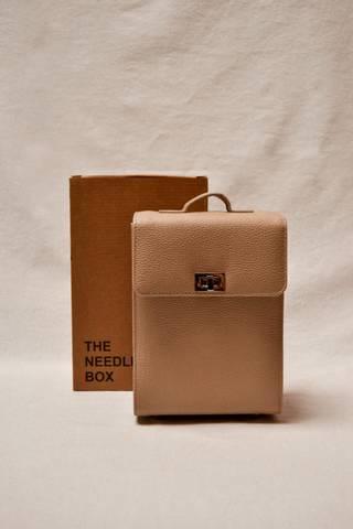 Bilde av The Needle Box Beige