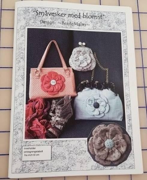 Bilde av Småvesker med blomst - Bente Malm Mønster