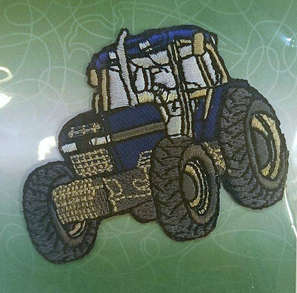 Bilde av Blå traktor strykemerke 6x6,5cm
