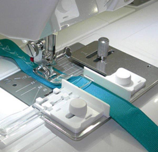 Bilde av (2A16) Båndguide justerbar 2-25mm Ribbon Sewing Guide (unit)