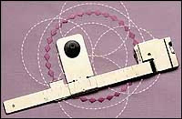 Bilde av Janome Sirkelsømslinjal /kvadratisk spoledeksel (2L9/4E10/4E15/4