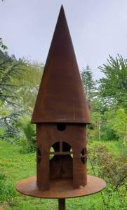 Bilde av Deko Fuglehus i rust 150cm høy pinne