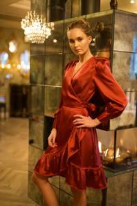 Bilde av Secrets by B Angela kjole rød