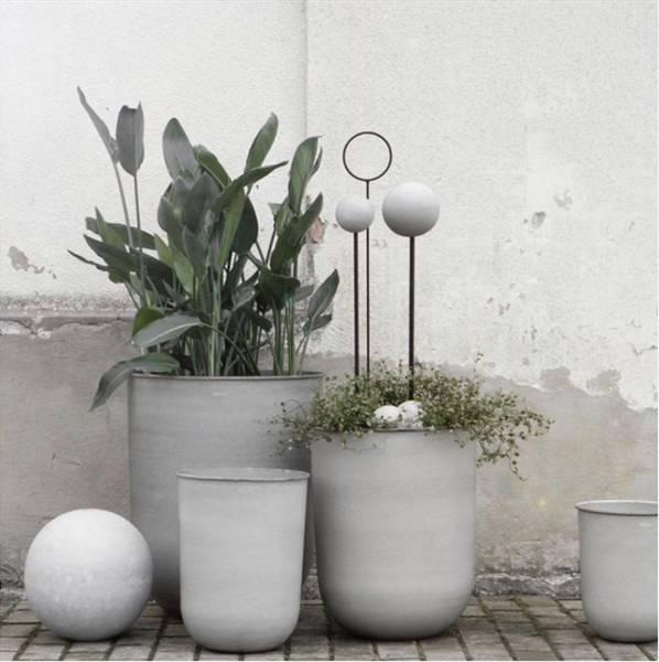 Dbkd sett med fire blomsterpotter, grå