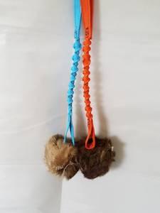 Bilde av Jewlnick Godbitball i kaninpels, med strikk